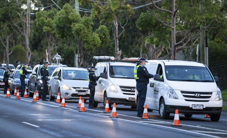 Полицаец во Австралија давел девојка оти не носела маска