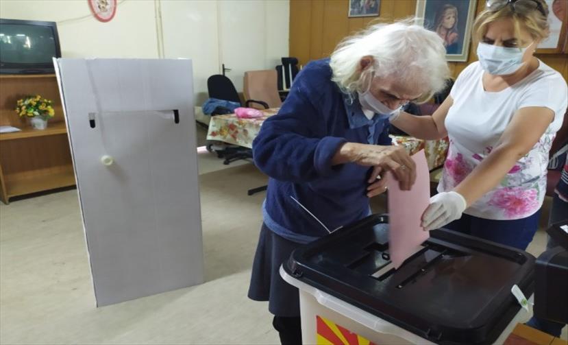 Во Прилеп гласаат 489 болни и изнемоштени