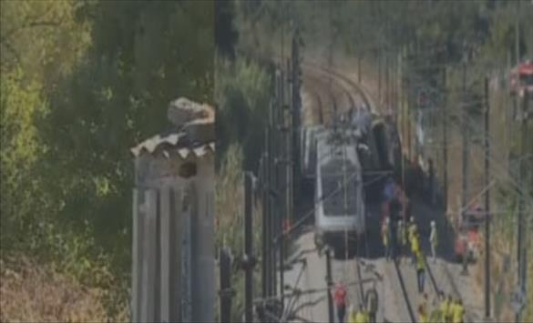 Двајца загинати и 35 повредени во судир меѓу брз воз и машина за одржување пруги во Португалија