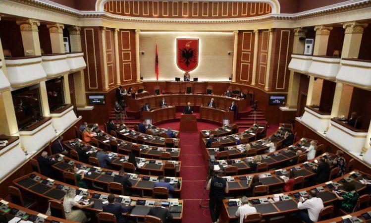 Коронавирусот влезе и во албанскиот Парламент