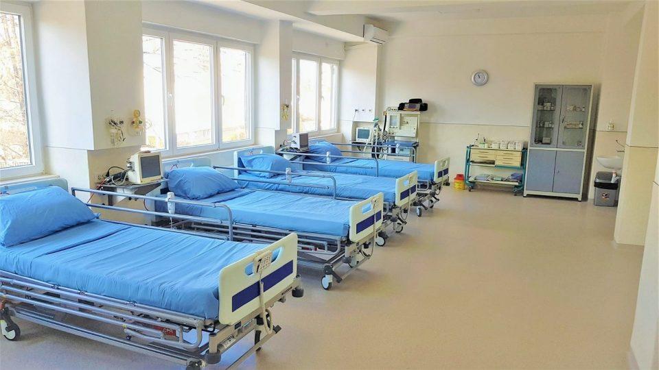 По 40 години се реновирани двете гинеколошки операциони сали болницата во Чаир
