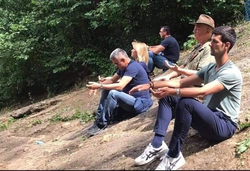 Ѓоковиќ медитираше на босанските пирамиди