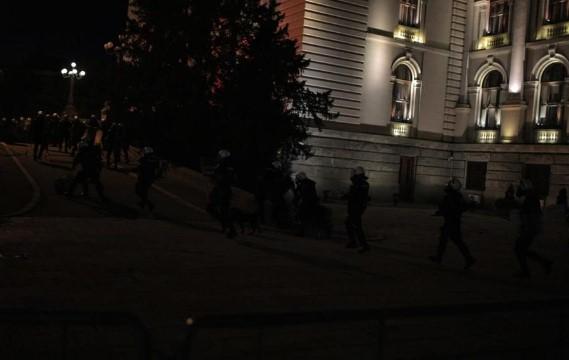 Српскиот министер за полиција најави дека ќе реагираат на насилството на демонстрантите
