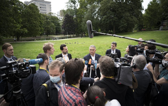 Самитот на ЕУ продолжува: Сè уште нема договор меѓу европските лидери за финансискиот пакет за справување со последиците од коронавирусот