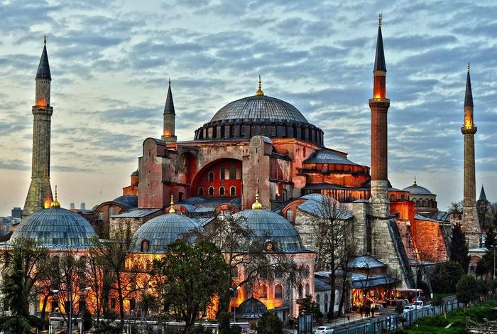"""Државниот совет на Турција ќе се произнесе за статусот на """"Света Софија"""""""