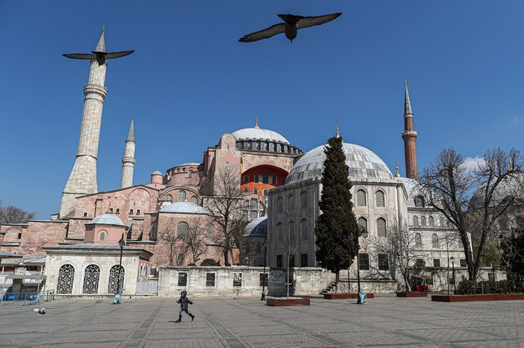 Аја Софија ќе биде отворена за посетители кога нема молитви, христијанските мозаици остануваат
