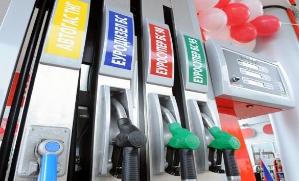 Бензините ќе поевтинат, а дизелот ќе поскапе од полноќ