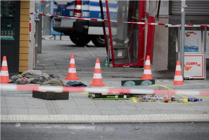 Автомобил влета во група луѓе на плоштад во Берлин
