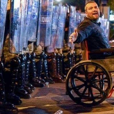 Ѓоргиев: Јас сум за нив Шуто и Рогато, а со оваа фотографија повикуваа граѓаните да излезат на протести