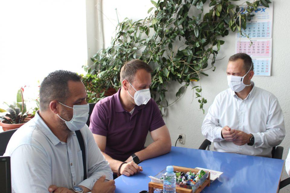 Јанушев во посета на фабрика  во Делчево