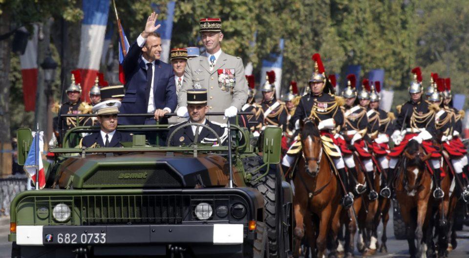 Пандемијата ја редуцира прославата на Денот на Бастилја во Париз