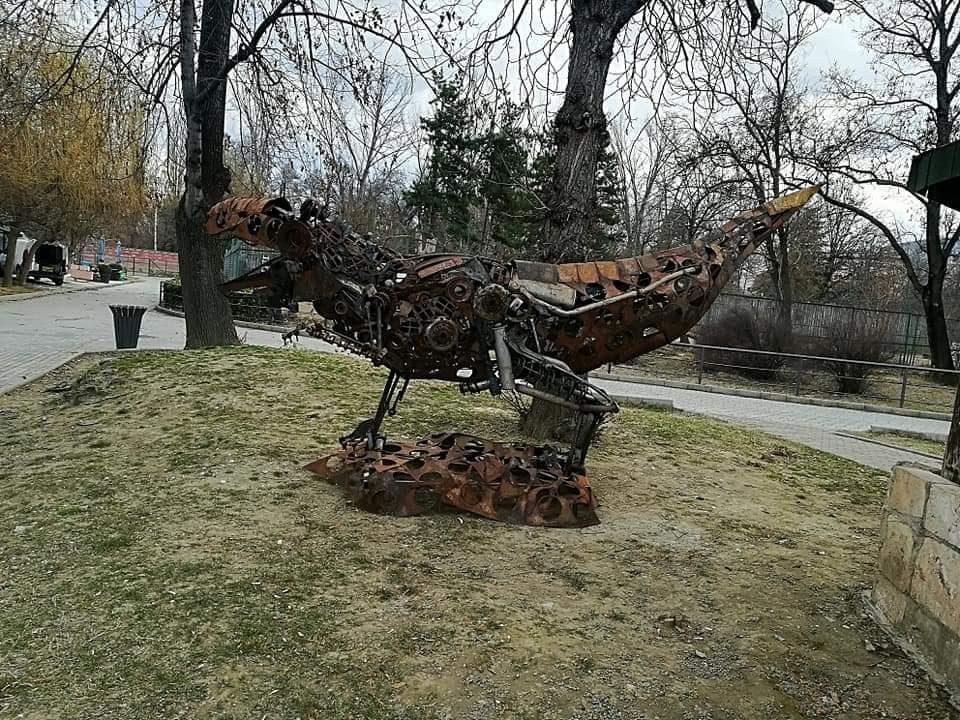 Авторот на склулптурите поставени во ЗОО Скопје реагира: Беа поставени без никаков надомест