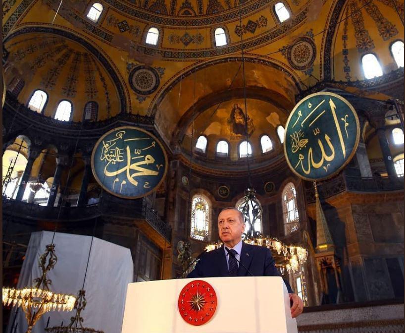 И Ердоган се појави на молитва во Аја Софија