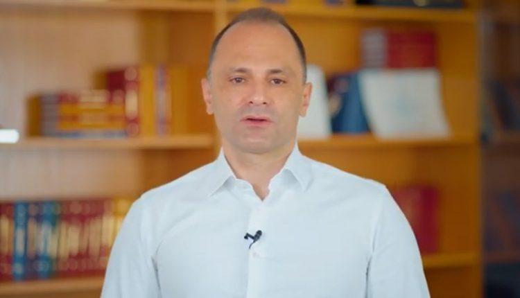 Синот на министерот Филипче ќе учи онлајн