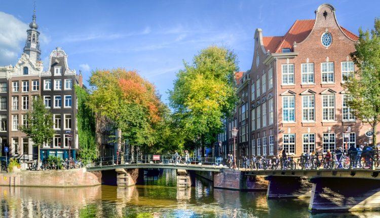 Холандија повторно затворена за влез на патници од Србија и од Црна Гора