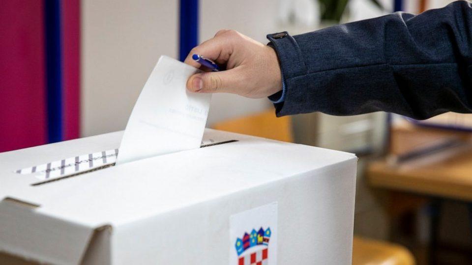 До пладне излезноста на избирачките места во Хрватска е 18,09 отсто