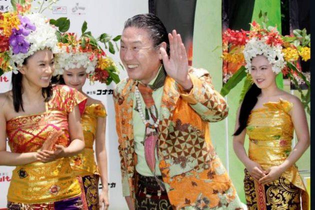 Почина познатиот дизајнер Јамамото, кој му ги шиеше костимите на Дејвид Боуви