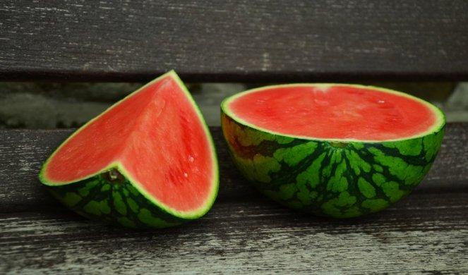 Слатка и сочна: Ова е трик кој ќе ви помогне да одберете убава лубеница
