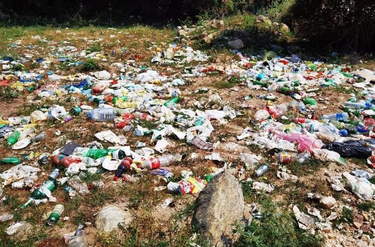 Комплексот претворен во депонија: Кругот околу Марков Манастир и Маркова река се дават во смет