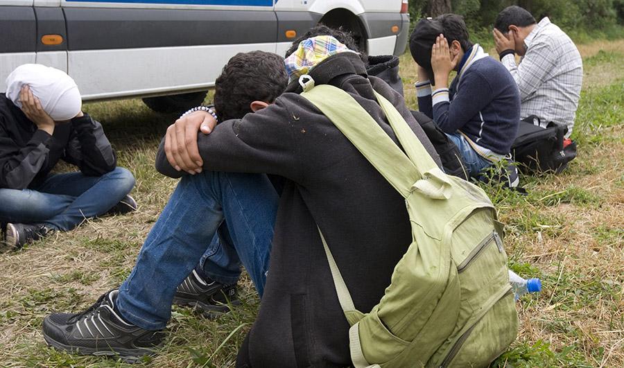 """Пронајдени 10 мигранти во """"рено лагуна"""" кај Ваксинце"""