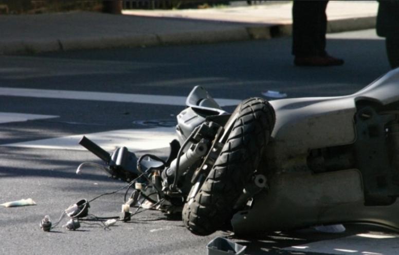 Паднал од мотор и се здобил со тешки телесни повреди