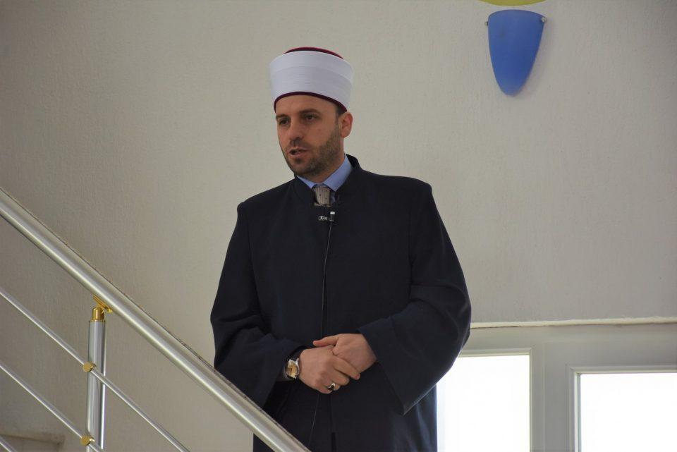 """Курбан Бајрам честитајте преку телефон или """"Фејсбук"""", апелира скопскиот муфтија"""