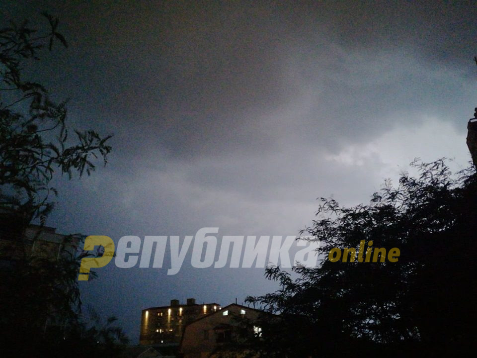 УХМР: Од вечерва поројни дождови, постудено за 10 степени во текот на неделата