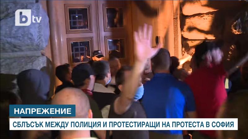 Протестите во Софија вечерва ескалираа