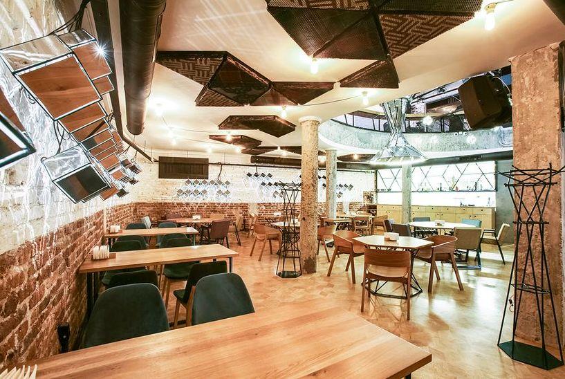 Владата ја укина забраната за кафулињата и рестораните: На една маса можат да седат повеќе од двајца