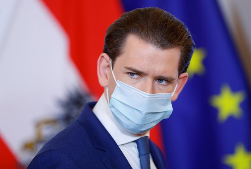 Курц не сака политичарите да имаат предност при вакцинирање