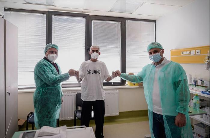 Силјановска: Во ек на предизборна кампања, Заев се слика со пациент на кого му беше трансплантирано срце