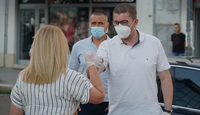СЛЕДЕТЕ ВО ЖИВО: Мицкоски на средби со граѓаните на Сопиште
