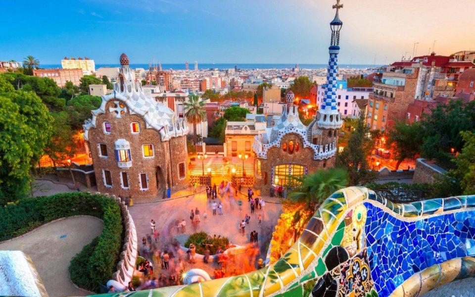Шпанскиот туризам со загуба од 15 милијарди евра поради короната