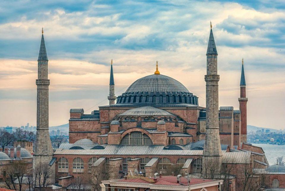 Грчката православна црква разочарана што Света Софија стана џамија
