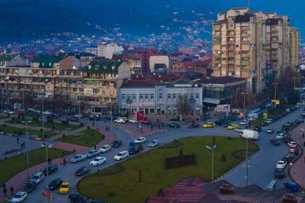 Ќебапчилници, чајџилници, слаткарници наголемо работат во Тетово и Гостивар и по 18 часот
