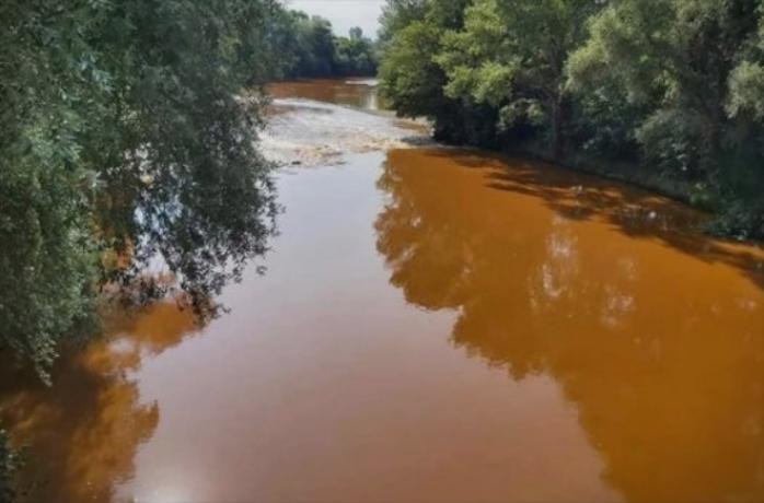 Водата ја смени бојата: Што се случува со Вардар?