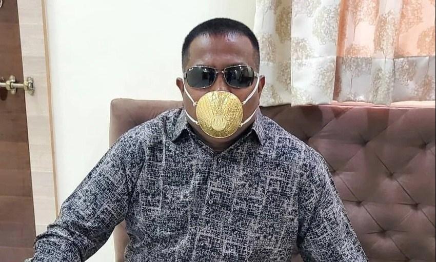 Индиски бизнисмен си купи златна маска да го штити од коронавирус