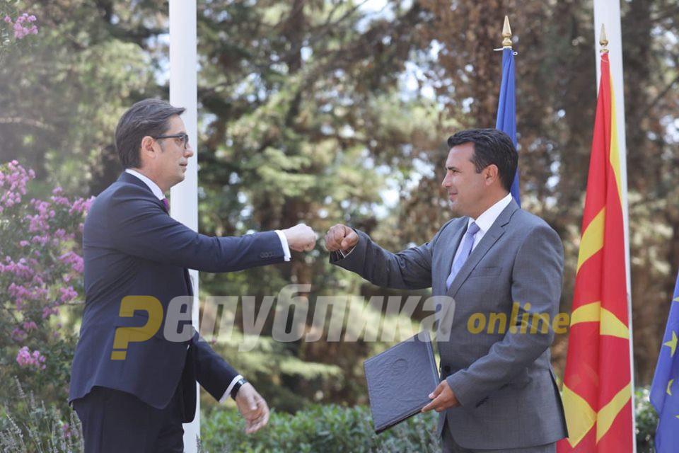 Заев и Пендаровски, ВИЕ ГО ЗАПАЛИВТЕ бугарското знаме