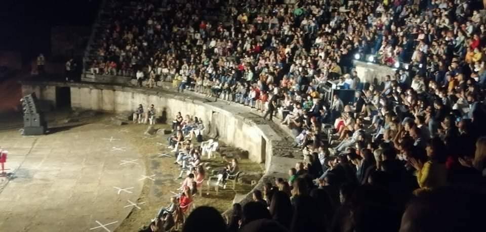 """""""Протоколите"""" на Филипче на дело: Преполн антички театар, никој со маска на лице"""