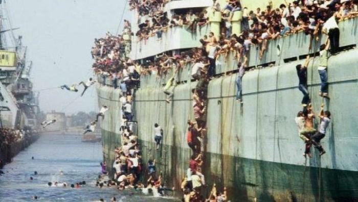 Вакa во 1991 година Албанците бегаа во Италија