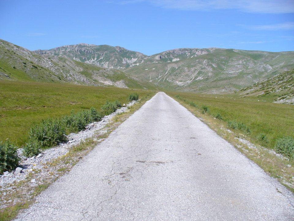 Ќе се асфалтира патот Галичник-Маврово, сообраќајот во прекин секој ден од 10 до 16 часот