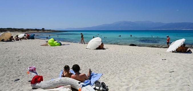 Грците се надеваат дека до почетокот на туристичката сезона налето ќе стeкнат колективен имунитет