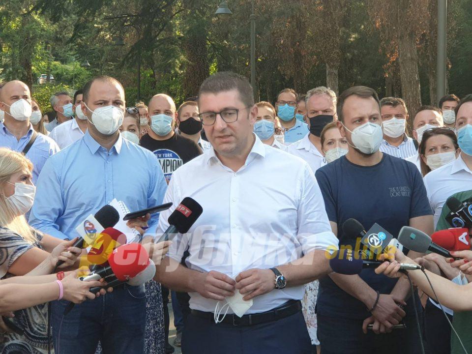 ВО ЖИВО: Изјава на Мицкоски по средбата со Пендаровски