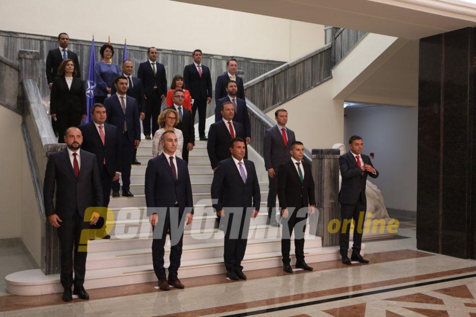 Заев сигурен: Не е пронајдена корупција кај министрите и директорите