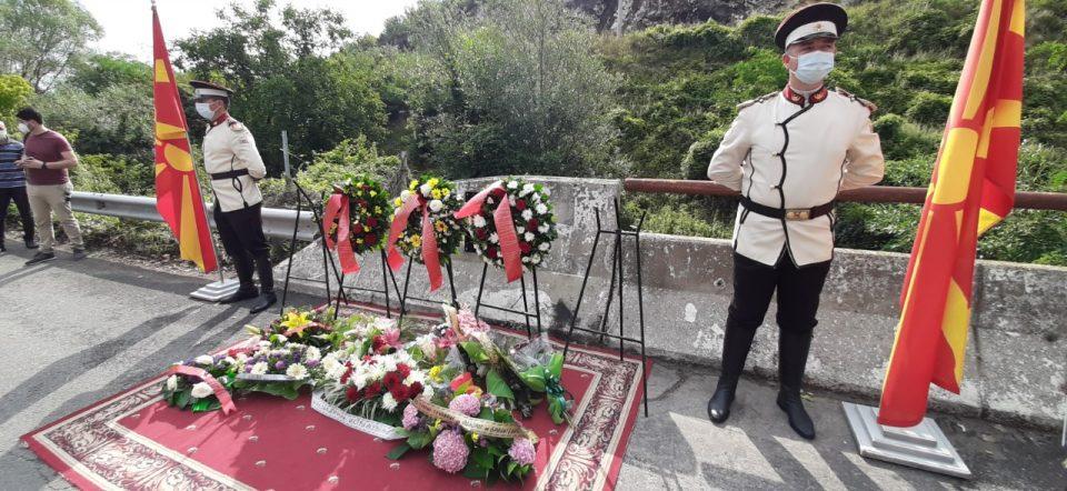 Некој очигледно работи овој настан полека да се заборава, се кажа на обележувањето на годишнината од масакрот кај Карпалак