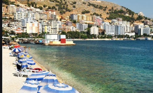 Плажите во Албанија преполни но бројот на заразени од корона се зголемува