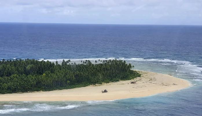 Како на филм: Морнари се загубиле на пуст остров, а ги спасила СОС порака на плажа