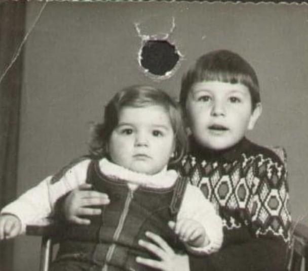 Најдобриот другар на Михајловиќ испукал куршум во неговата слика и му ја запалил куќата