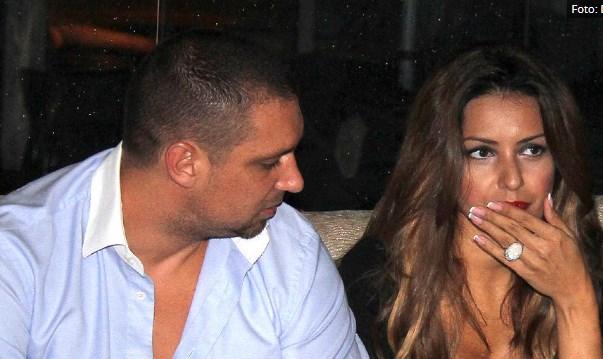 Ѝ ги трошел парите и ја избркал гола и боса на улица: Пријател на Тања Савиќ откри шокантни детали од бракот на пејачката