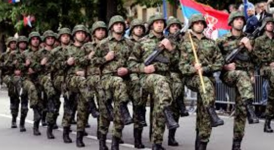 Војниците во Србија ќе земаат двојно повисока плата од лекарите и медицинските сестри